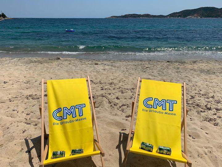 Die CMT ist überall - auch am Strand in Griechenland! Danke für das Foto, Nils ? Wir freuen uns über eure Urlaubsfotos, markiert uns gerne darauf. Jetzt wünschen wir erst mal einen schönen Sommer und nicht vergessen: Wer weg will, muss hin! #cm...