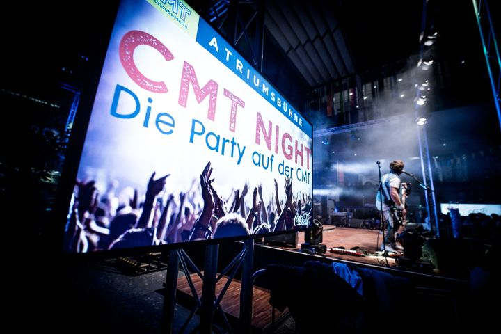 Montag während der CMT - das bedeutet eigentlich: CMT NIGHT! Das gemeinsame Feiern mit unseren Ausstellern ist definitiv eines der Highlights der Urlaubsmesse. Damit das nicht ganz ausfallen muss, haben wir die besten Partysongs für euch in einer Pla...