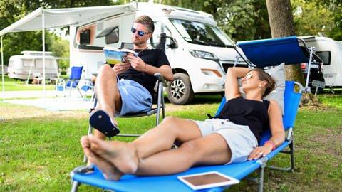 Urlaub ausgefallen wegen Corona? Balkonien ist ja auch schön, aber wer spontan doch noch irgendwohin möchte, für den ist Camping sicher eine gute Alternative. Was dabei auch und gerade in diesem Jahr beachtet werden sollte, findet ihr hier zusammeng...