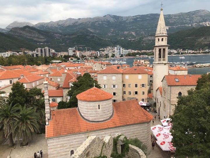 Weiter geht unsere Pressereise durch Montenegro - Wild Beauty von der Küstenstadt Budva über Sveti Stefan und Perast bis nach Kotor. Wir sind ganz begeistert vom Partnerland der #cmt2020!