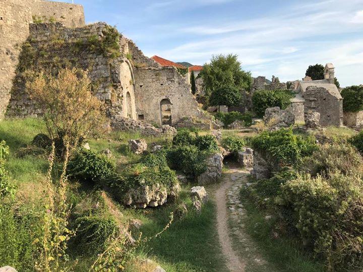 Seit gestern befinden wir uns auf Pressereise durch unser diesjähriges Partnerland Montenegro - Wild Beauty. Hier auf Facebook nehmen wir euch natürlich mit und zeigen euch, was dieses Land zu bieten hat. Mehr erfahrt ihr dann im Januar auf der CMT!