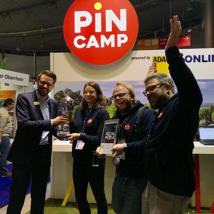 Jubelnde Gesichter bei @pincamp.de ?? Wir gratulieren dem heutigen Social Media Champion! Allen weiteren Ausstellern drücken wir für morgen die Daumen ? #messestuttgart #urlaubsmesse #socialmedia #champion #stuttgart #0711