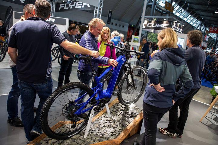 Ob flexibles Klapprad, flottes E-Bike oder sportliches Mountainbike - immer mehr Menschen entscheiden sich für das Zweirad als Fortbewegungsmittel ?♀️ Heute am Welttag des Fahrrads soll ein besonderes Augenmerk auf die Vorzüge des Fahrradfa...
