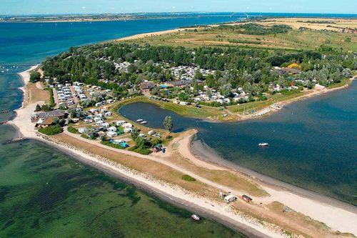 PiNCAMP by ADAC hat das Nutzungsverhalten deutscher Camper ermittelt und die beliebtesten Campingplätze aufgelistet. Corona-bedingt liegen dabei in diesem Jahr die Plätze im eigenen Land weit vorne, aber auch die Nachbarländer Dänemark, Niederlande...