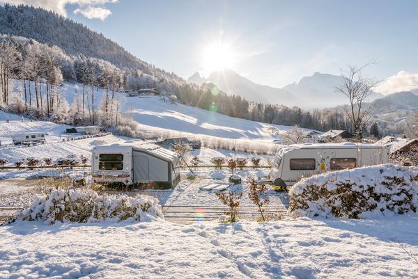 Während der Tourismus aufgrund der Pandemie stark eingebrochen ist, schreibt die Campingbranche nach den beiden Rekordjahren 2018 und 2019 auch für 2020 starke Zahlen: Über 34 Millionen Übernachtungen, davon rund 32 Millionen aus dem eigenen Land,...