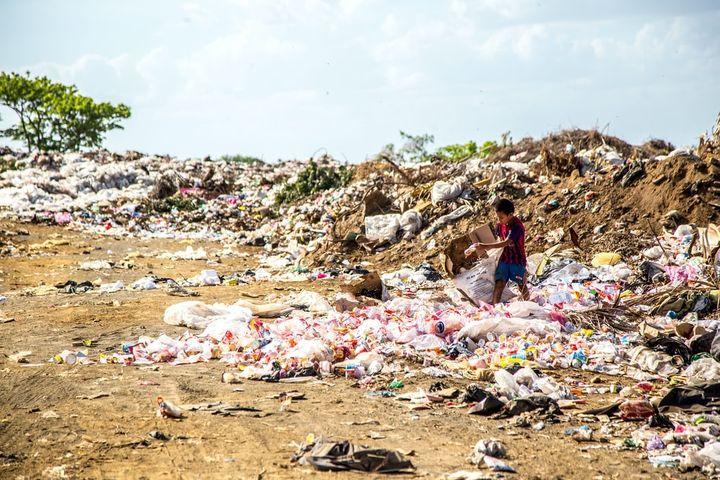 73% des weltweiten Mülls an Stränden besteht aus Plastik, Zigarettenfilter, Falschen, Falschenverschlüsse, Verpackungen, Tüten und Styropor.  Weltläden , sind daher zudem zu unterstützen, weil sich insbesondere die Bildungsreferent*innen der Welt...