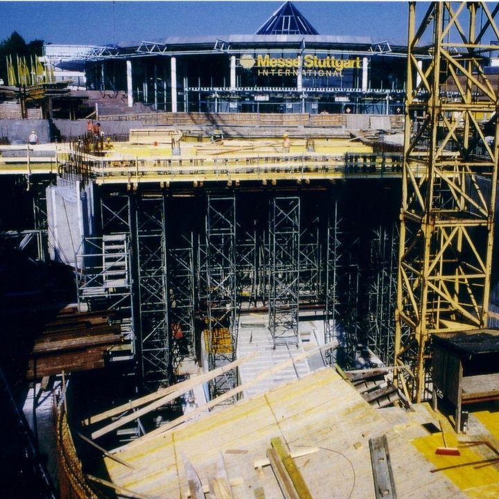#ThrowbackThursday: Wir erleben gerade ein Déjà-vu.? Anfang der 90er hatten wir unmittelbar vor der Haustüre eine Baustelle zur Erweiterung der U-Bahn-Linie bis zum Gelände auf dem Killesberg.?♂️?? Damit konnte euch die SSB - Stu...