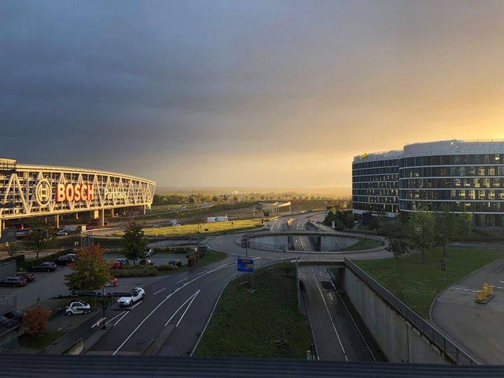 Mit diesem schönen Sonnenaufgang wünschen wir euch allen einen entspannten & ruhigen Feiertag. ?? ? #TagDerDeutschenEinheit
