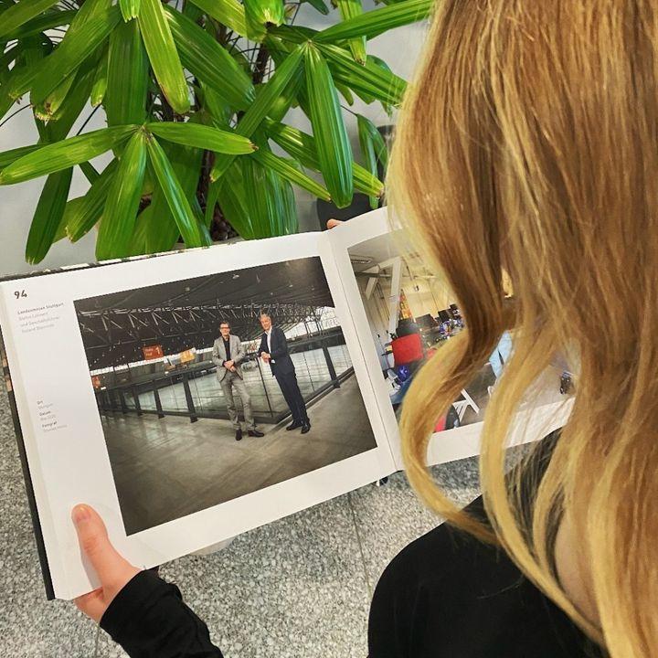 """Wir sind als Protagonisten im Buch """"Aus.Zeit 2020 - Deutschland im Lockdown"""" mit drin: Unsere Messe-Chefs, Roland Bleinroth & Stefan Lohnert, im Kurzinterview und porträtiert auf Seite 94/96. ? Das Buch ist ein Projekt der Brandcom Werbeagentur mit..."""