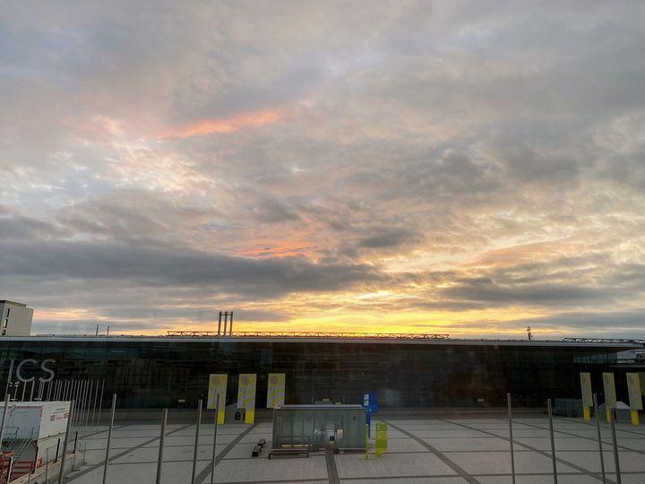 Wir wünschen euch einen schönen Abend! ? Mit diesem tollen Bild von unserem ICS - Internationales Congresscenter Stuttgart - senden wir euch liebe Grüße.