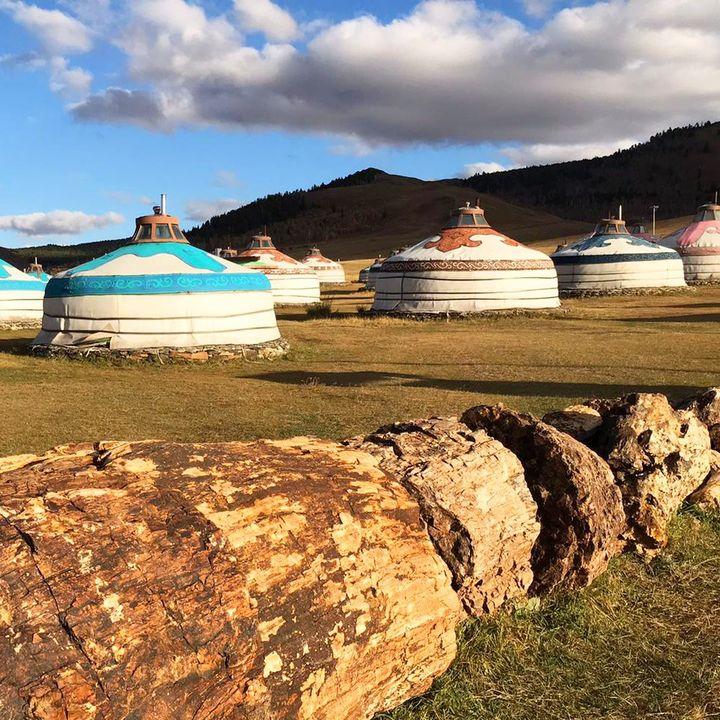 Wir haben einen Bildergruß von den Pressereisen der CMT - die Urlaubsmesse erhalten.? Während Axel mit den JournalistInnen Eindrücke in der Mongolei gesammelt hat, war Verena mit PressevertreterInnen im Caravan in der Nationalparkregion Schwarzwa...