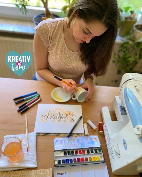 Good News: Die Kreativ wird zu dir nach Hause gebracht! ?? In Online-Workshops kannst du live mit Experten & anderen Kreativen basteln, nähen, malen, u.v.m.! ??? Dich erwarten Tipps & Tricks und Schritt für Schritt Anleitungen ganz beq...