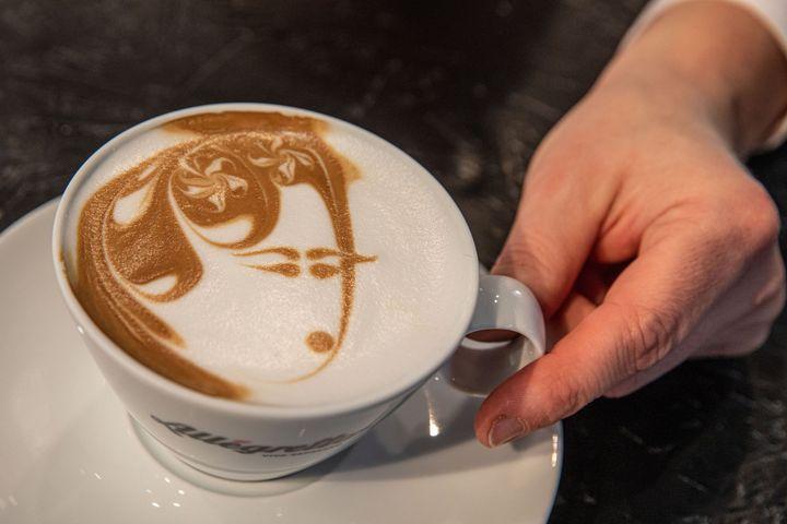 Mit Essen spielt man nicht! Mit Kaffee kann man aber malen. ?
