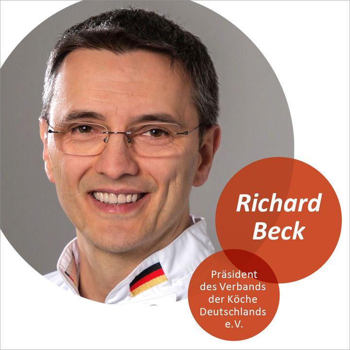 """""""Wie wird sich der Arbeits- und Ausbildungsmarkt in der Gastronomie nachhaltig verändern? Darüber sprechen wir mit Experten bei VKD on Air"""", sagt Richard Beck, Präsident des Verband der Köche Deutschlands e.V. (VKD). Im Fokus steht die Frage, w..."""