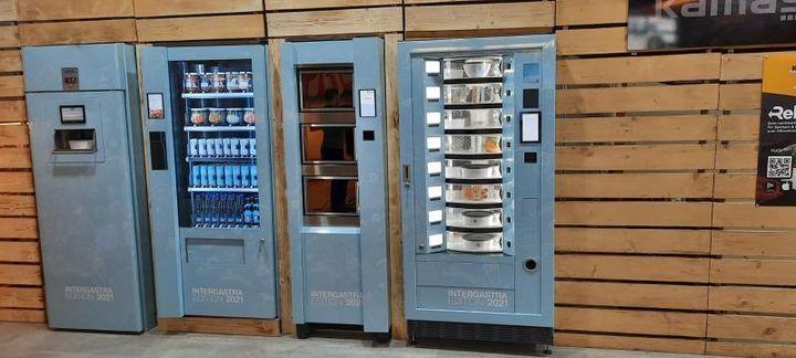 Kennt ihr eigentlich REGIOMAT? Der Verkaufsautomat mit frischen Produkten aus der direkten Region stand schon mal im Stuttgarter Bahnhof, ist aber mittlerweile auch bei uns auf der Messe zu finden. Bis 18 Uhr stellt euch das Team von regiomat das Konze...
