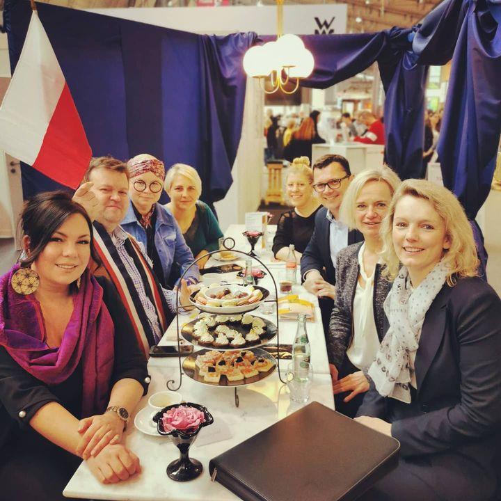 Der polnische Spitzenpatissier und Olympiasieger @janusz.profus ist heute zu Gast bei uns. In der Kaffee-Halle lässt er es sich gut gehen. ?? #sweets #konditorei #patisserie #intergastra2020 #dabeiseinistalles