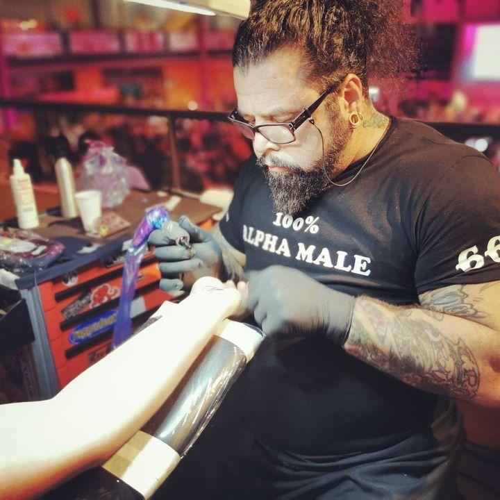 Live Tattoos @cookmeetsrock #tattoos #rocknroll #rockstars #cookandrock #chefsoninstagram
