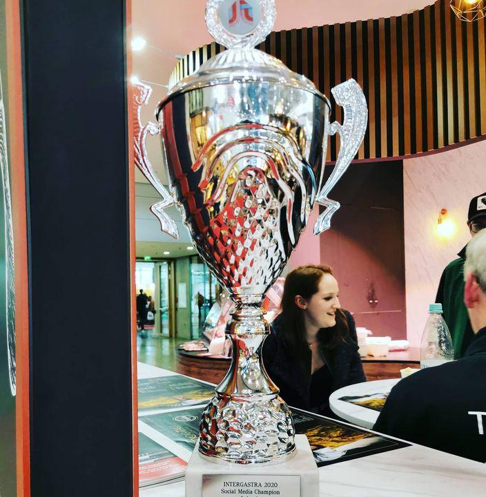 Der Social Media Pokal für den finalen Messetag ging gestern übrigens an VITO. Ist etwas untergegangen, als unser Projektleiter vor Freude über die geniale Messe und im Gefühlsüberschwang nach der Siegerehrung bei der IKA/Olympiade der Köche in d...