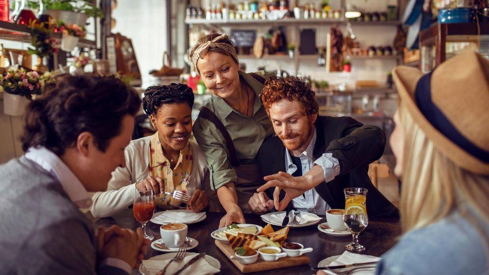 Seufz! Die Gastronomie ist dicht - immer noch. Dabei sehnen sich die Deutschen einer Umfrage zufolge nach nichts mehr, als endlich wieder essen gehen zu dürfen. Um der Branche zu helfen, würden viele nach dem Lockdown sogar mehr Geld fürs Essen spri...
