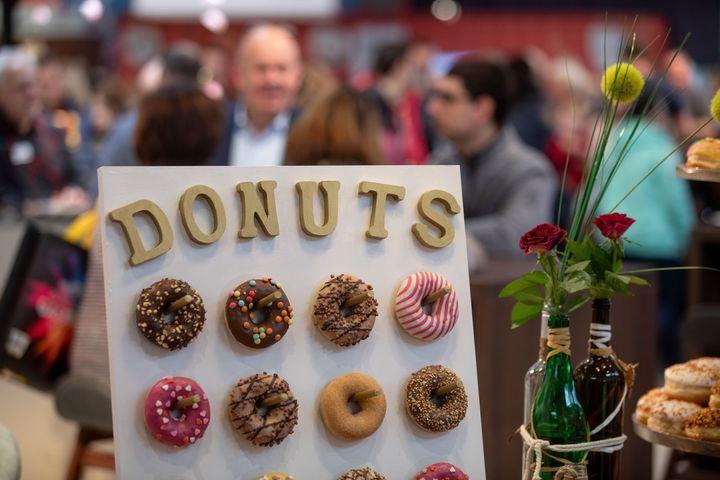 Donuts auf einen Teller packen kann ja jeder! Auf der Intergastra 2020 haben wir euch kreativere Ideen gezeigt. ?