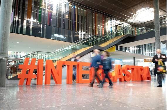 In einer Stunde eröffnen wir die erste #INTERGASTRAdigital. ? Jetzt noch schnell kostenlos registrieren und drei Tage geballtes Wissen aus und für #Gastronomie, #Hotellerie und den #Außerhausmarkt mitnehmen! ➡️Jetzt einloggen: www.intergastra...