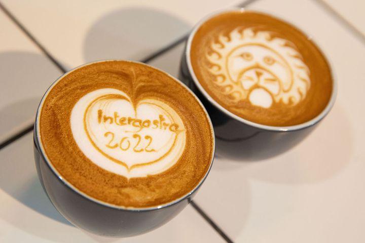 Sehen wir uns auf der CHEF-SACHE in Düsseldorf? Endlich wieder Kollegen und Partner aus der Branche treffen - darauf haben wir uns seit Monaten gefreut. Vom 3. und 4. Oktober 2021 findet ihr uns an der INTERGASTRA Café & Bar. ☕️ Hier erfahrt ihr...