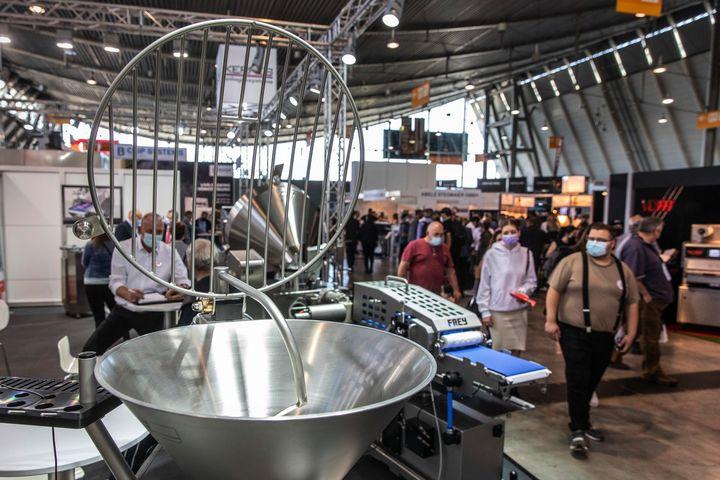 Die #SUEFFA21 auf der Messe Stuttgart hat bewiesen, dass Veranstaltungen im Großformat wieder möglich sind. Die Fleischer-Fachmesse lässt auf eine starke Wiederbelebung des Messegeschäfts hoffen und zeigt, dass das Bedürfnis nach sicheren, informa...