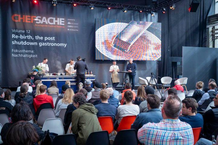 Letzte Woche fand mit der CHEF-SACHE in Düsseldorf eine der ersten Branchen-Events für Gastronomie und Hotellerie statt. Die Bilanz fällt deutlich positiv aus. Drei Erkenntnisse bleiben: Es herrscht Aufbruchstimmung, die deutsche Gastronomiebranche...
