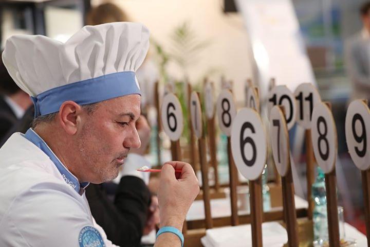 Frisch aus dem Eislabor: Italienische Eisprofis geben exklusiv auf der Messe ihr Fachwissen in Live-Shows weiter und wir präsentieren die #Eistrends auf der #Gelatissimo. Wer das Handwerk der #Speiseeisherstellung erlernen will, findet auf der Gelatis...