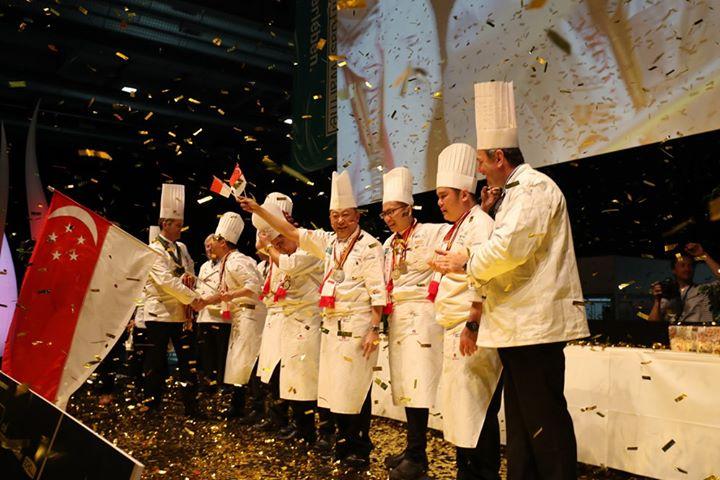 Das Team aus Singapur hat bei den letzten IKA Culinary Olympics den Sieg nach Hause geholt! Im Februar wird sich zeigen, wer das Rennen macht. ???Hol dir den Ticket! #restaurantofcommunitycatering #restaurantofnation  #chefstable #CulinaryOlym...