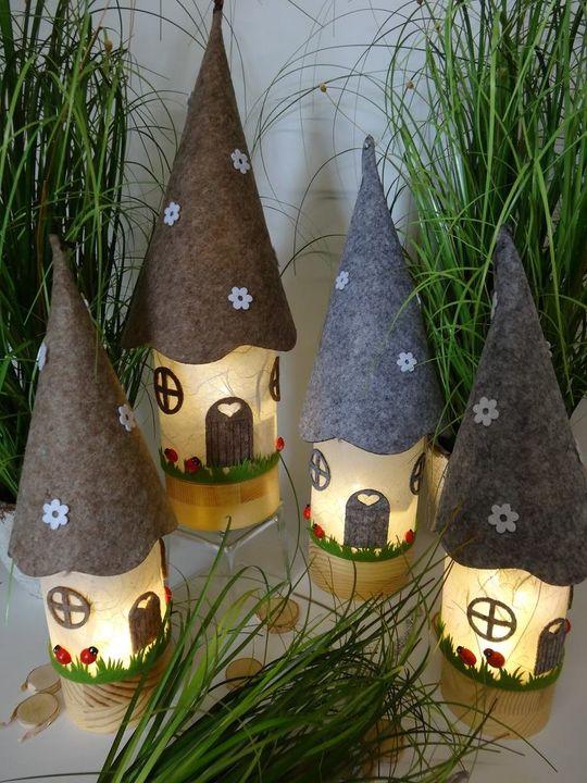 Zauberhafte Leuchtobjekte wie diese Wichtelhäuser oder stimmungsvolle Windlichter könnt ihr auf der #kreativ18 am Stand von Thöne Floristik erstellen. Der Workshop findet durchgehend statt.