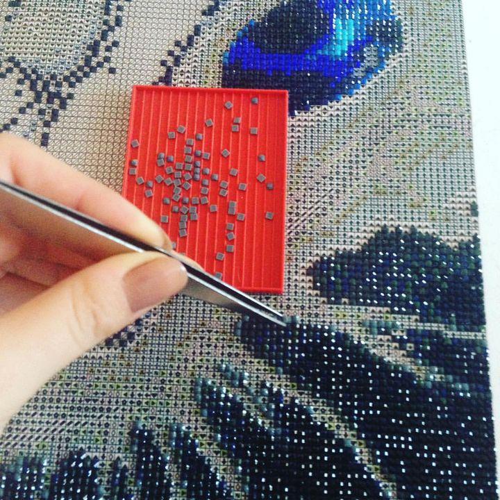 Wer gerne tolle Bilder kreieren möchte, aber keine Lust auf schmutzige Finger und Farbkleckse hat, sollte jetzt genau aufpassen. ? Unser Aussteller Cross Stitch Corner bringt euch diesen Herbst auf die #kreativ19 Kunstwerke zum Selbermachen mit. St...