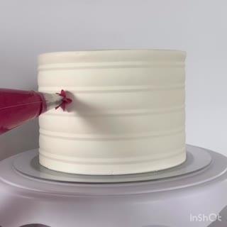Tortendeko hat ja schon fast etwas Meditatives. Finden wir.  Und am Ende sieht jeder Kuchen immer wahnsinnig schön aus. ?  Versucht euch bei der Cake it (21. - 24. 11.) doch mal an einer eigenen Tortenkreation und sammelt neue Ideen und Trends. Wir...
