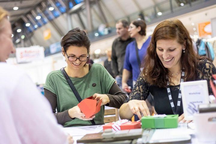 YAY! ? Unser Workshop-Programm ist online. ? Auf unserer Website unter https://www.messe-stuttgart.de/kreativ/besucher/workshops-vorfuehrungen/ könnt ihr nach den Bereichen DIY, Handarbeit, Kreativ mit Textil oder Papier, Kunst & Malerei oder Sc...