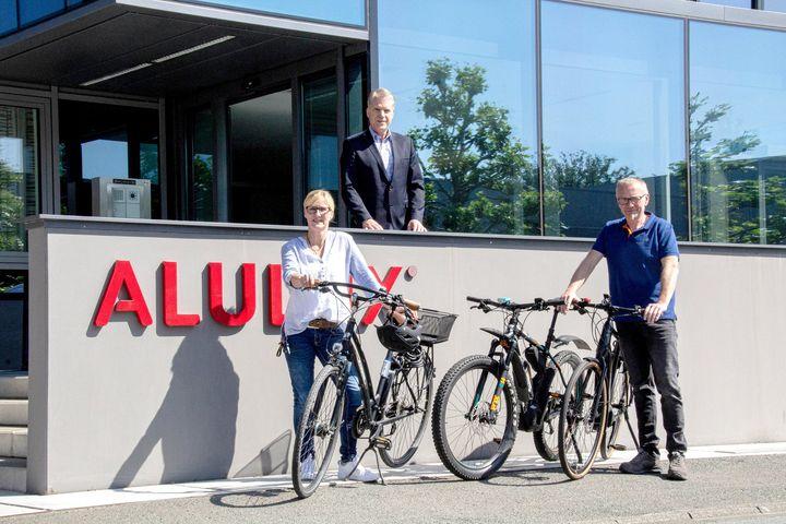 Radeln für Bethel: Das Jahr 2020 ist das Jubiläumsjahr von Alulux, im September wird das Unternehmen 60 Jahre alt. Im Vorfeld wurden großartige Aktionen für Kunden und Mitarbeiter geplant und voller Vorfreude startete das Unternehmen in das Jahr 20...
