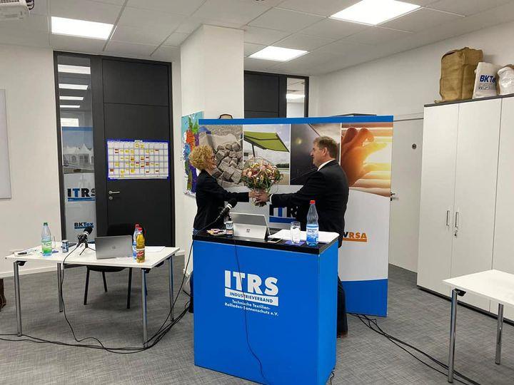 Der Industrieverband Technische Textilien-Rollladen-Sonnenschutz e.V. (Itrs) hat per Briefwahl gewählt: Sandra Musculus (Georg Musculus GmbH&Co.KG) ist die neue Präsidentin des Verbandes, Thomas Kraft (Sattler GmbH) der 1. stellv. Vorsitzende und Dr....