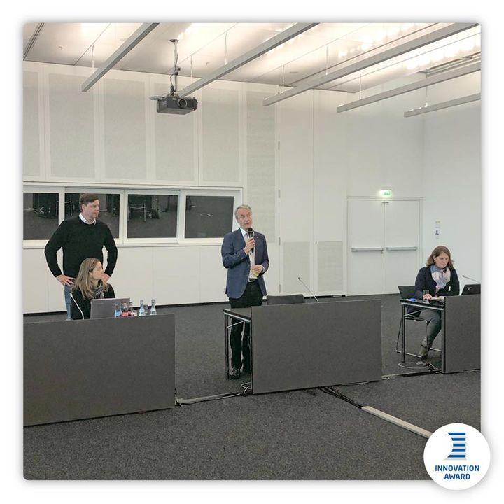 Heute ist der Tag der Vorjurierung unseres R+T Innovationspreises in unseren Räumlichkeiten im ICS - Internationales Congresscenter Stuttgart. Geschäftsführer Roland Bleinroth und Abteilungsleiter Sebastian Schmid haben sich persönlich ein Bild üb...