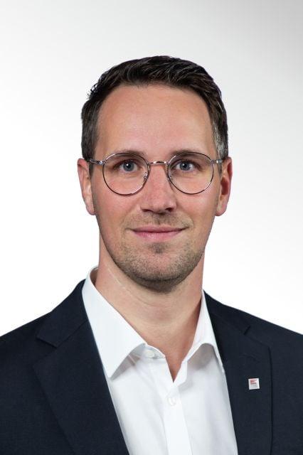 Neue Aufgaben und stärkere Fokussierung strategisch wichtiger Vertriebsbereiche: Zum Jahreswechsel 2020/2021 hat WAREMA ihre Geschäftsleitung mit kompetenten Kräften aus den eigenen Reihen gestärkt.  Andreas Lindau hat als neues Geschäftsleitungsm...