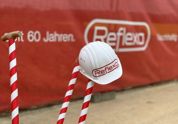 60-jähriges Firmenbestehen: Der heutige Unternehmensame Reflexa entstand 1964 und vereint die Begriffe Rettenbach, flexibel und Albrecht miteinander. REFLEXA-Werke - Sonnenschutz in Perfektion ist bis heute ein Familienunternehmen und wird in der zwei...