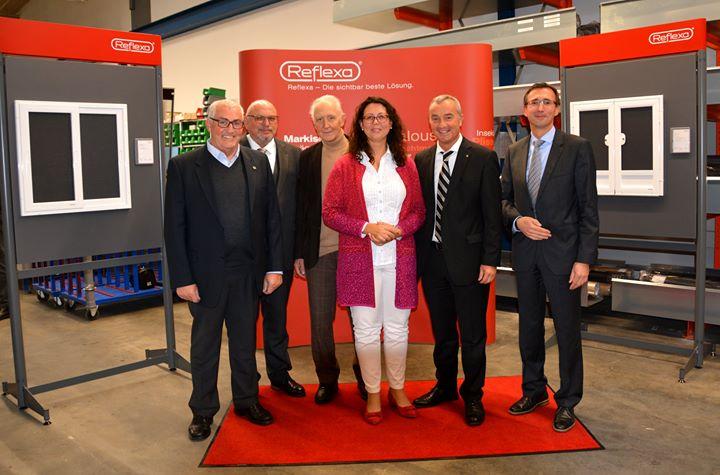 Am 30.11.2018 feierten die REFLEXA-Werke - Sonnenschutz in Perfektion den Umzug in ihre neue Produktionshalle für Insektenschutzprodukte in Günzburg. Um Kapazitäten weiter zu erhöhen, wurde die In-sektenschutzfertigung an einen zweiten Standort ver...