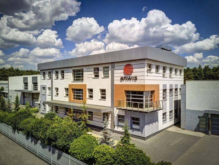 WAREMA vergrößert sich um eine zusätzliche Marke: Vorbehaltlich der Zustimmung der Kartellbehörden übernimmt die Unternehmensgruppe aus Unterfranken rückwirkend zum Stichtag 01.01.2019 die Firma Anwis Sp. z o.o., einen polnischen Hersteller von S...