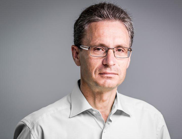 Veränderung in der Geschäftsführung: Nach 18 Jahren bei der ROMA KG hat sich Roland Uffinger von seiner Position als kaufmännischer Geschäftsführer zurückgezogen. Auf eigenen Wunsch ist er in den Vorruhestand gegangen, die Nachfolgeregelungen wa...