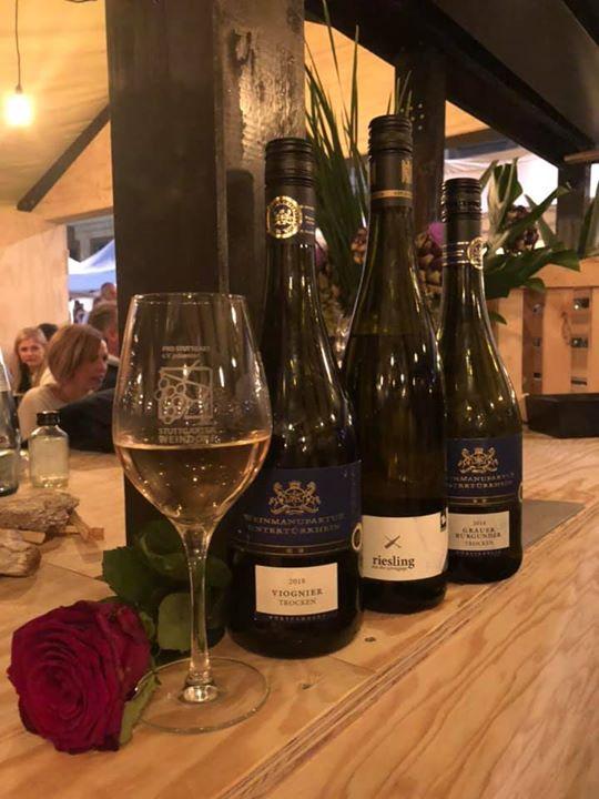 R+T meets Stuttgarter Weindorf ? Auch in dieser entspannter Atmosphäre lässt es sich gut über die aktuellen Branchenereignisse sprechen. Wer war auch schon auf dem Weindorf in Stuttgart?