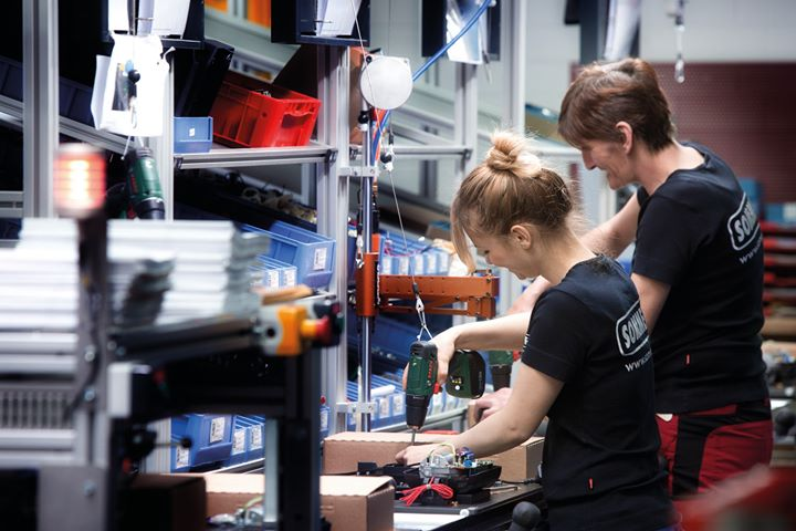 """Ausgezeichneter Arbeitgeber: Die SOMMER Antriebs- und Funktechnik GmbH gehört laut einer Studie von Deutschland Test und Focus Money zu den wenigen Unternehmen, die """"Deutschlands beste Jobs mit Zukunft"""" bieten. Diese Auszeichnung erhalten nur Firm..."""