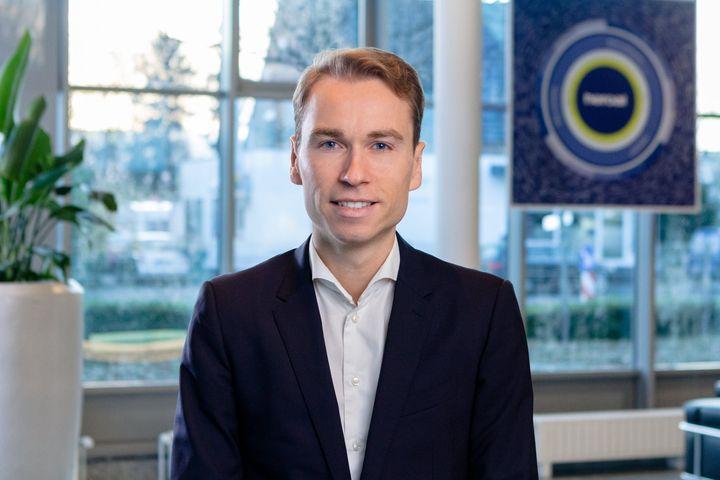 Veränderung in der Geschäftsleitung bei heroal:  Seit dem 1. Januar 2020 ist Dr. Max Schöne Mitglied der Heroal Geschäftsleitung. Er übernimmt damit die Geschäftsführungsaufgaben von Dr. Vera Schöne und führt gemeinsam mit dem bestehenden Gesc...