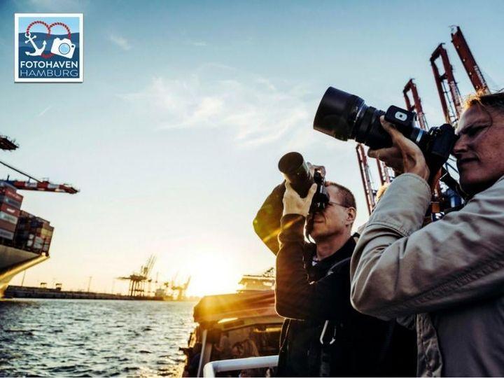 Für den neuen oohh! Sommertipp bleiben wir in der schönen Hansestadt. Bei einer Barkassenfahrt durch den Hamburger Hafen entdeckt ihr neue Orte im Hamburger Hafen und bekommt Tipps und Tricks vom Profi-Fotografen. Der nächste FOTOHAVEN Fototörn sta...