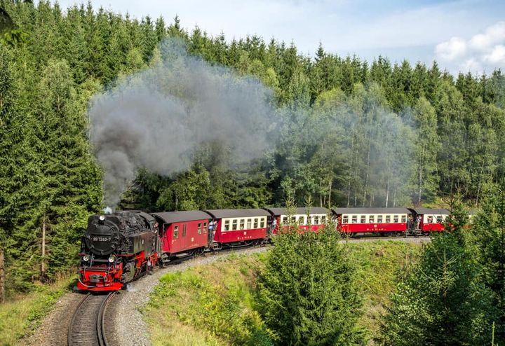 Der heutige oohh! Sommertipp ist ein echtes Highlight eines jeden Harzbesuchs. Die Fahrt mit den Harzer Schmalspurbahnen. Ob durch das romantische Selketal oder hoch zum sagenumwobenen Brocken - mit den eindrucksvollen Dampflokomotiven lässt sich die...