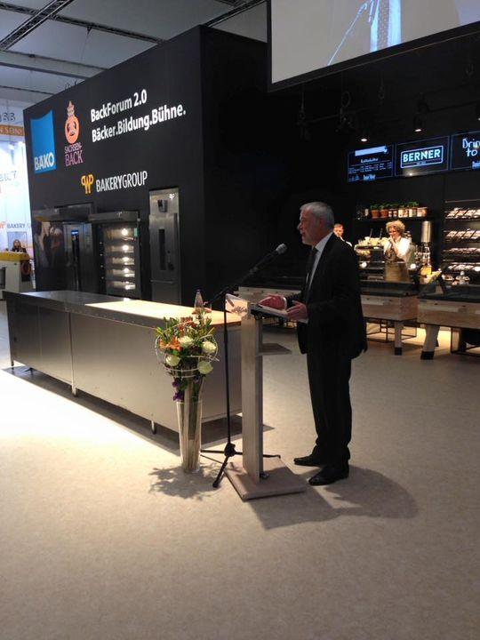 Begrüßende Worte von unserem Präsidenten des ZV Michael Wippler, dem Dresdner OB Dirk Hilbert und dem StM für Wirtschaft, Arbeit u Verkehr Martin Dulig