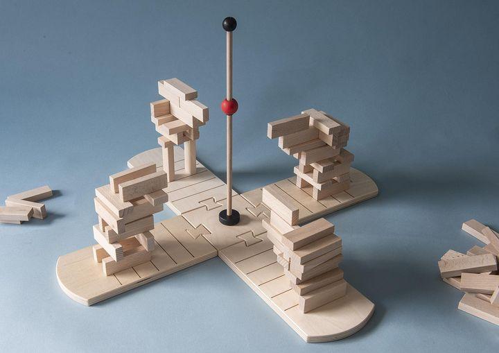 Wir präsentieren das Lernspiel des Monats Januar - Takla! Dieses modulare Statik-Spiel bietet viele Möglichkeiten, Spaß zu haben. Ob gegeneinander oder im Team, möglichst schnell oder möglichst steinsparend - Ziel ist es, eine Halbbrücke zu bauen...