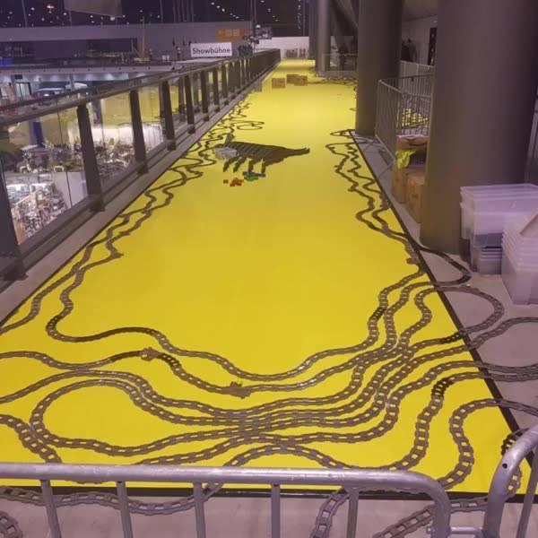 Helft Schwabenstein 2x4 e.V. den Weltrekord zu knacken!  Wahnsinn, wie viele Schienen bereits verlegt sind! ??